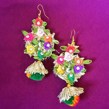 Picture of Gotapatti earrings.