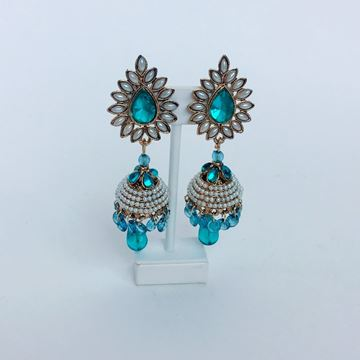 Picture of Blue pearl earrings.